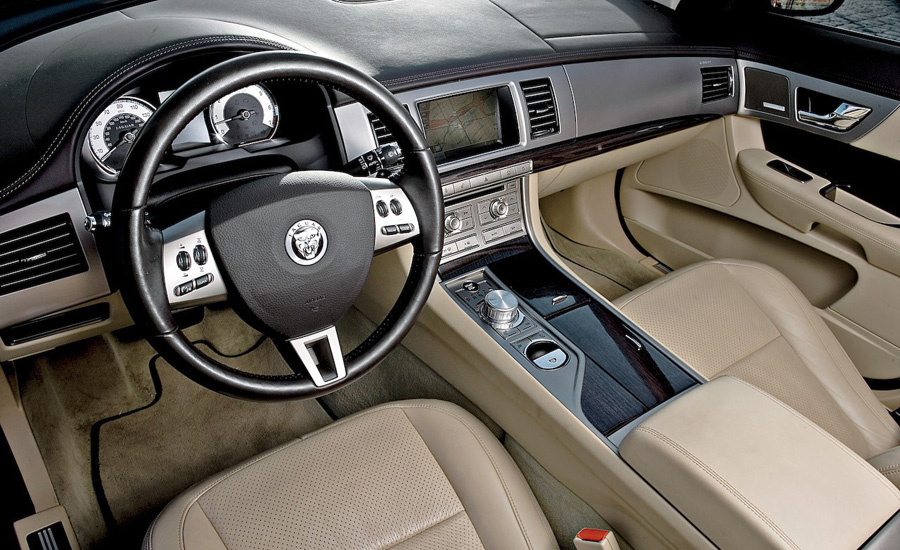 Attached Image: 2009 Jaguar XF Supercharged interior.jpg